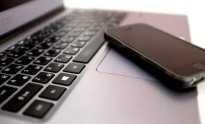 laptop i telefon