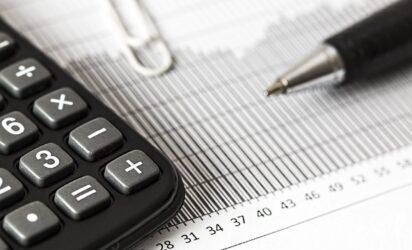 kalkulator spinacz i dlugopis